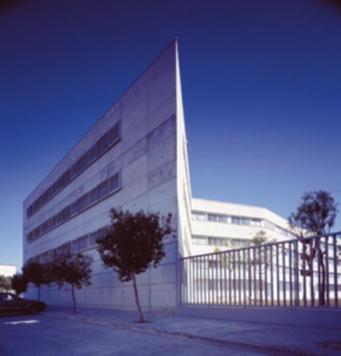 Guillermo Vazquez Consuegra — Edificio per Case Popolari