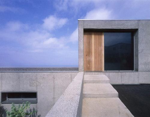 Corona y P. Amaral Arquitectos — Vivenda en Jardín del Sol