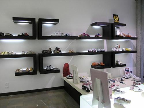 Arch. Danilo Duroni — Negozio di calzature e pelletteria
