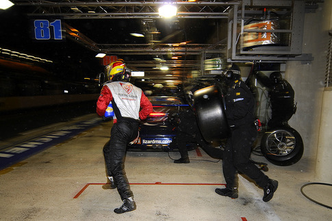 Darren gets in the car for what would be his final stint. Photo by Bob Chapman/AutosportImage.com