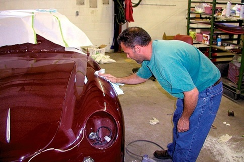 Doug Livelsberger applies hand glaze to buffed clearcoat.