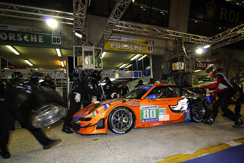 80 Flying Lizard Motorsports – Bergmeister, Long, Luhr (GTE-Pro)