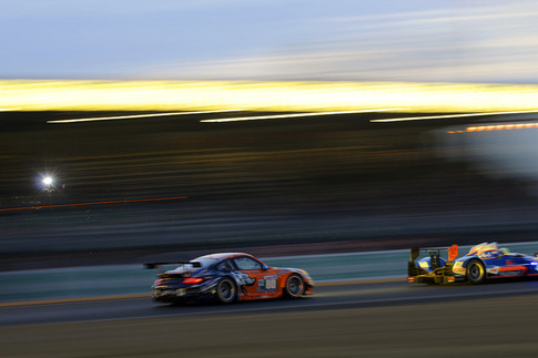 80 Flying Lizard Motorsports – Bergmeister, Long, Luhr (GTE-Pro): Approach to Ford Chicane