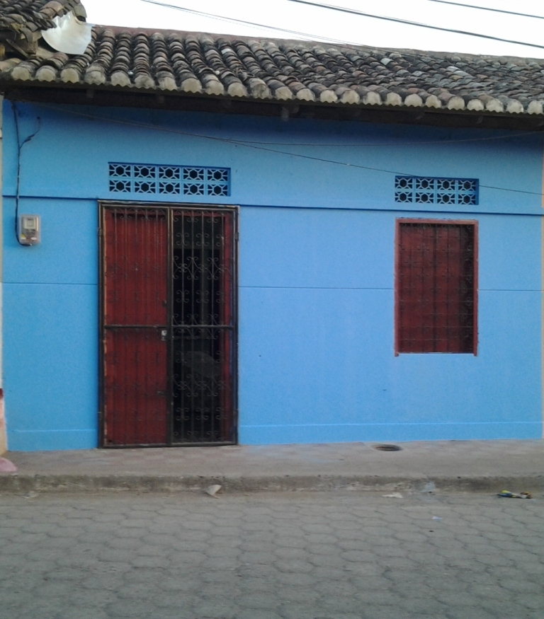 House available for rent located in the urban center of Granada.