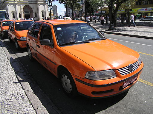 Avoid-the-Orange-Taxis-at-San-José-Airport-to-save-money