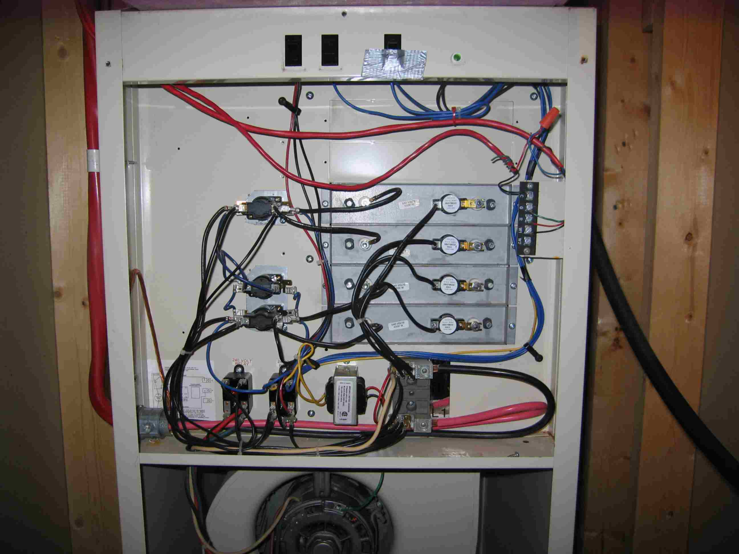 Viewtopic as well Wirering 20diagram 20RTC 201000 together with Coleman Mobile Home Furnace Wiring Diagram in addition 6xbq3 Intertherm Nordyne E2eb 023ha Electric Furnace further Wiring Diagram For Home Furnace. on mobile home intertherm furnace wiring diagram