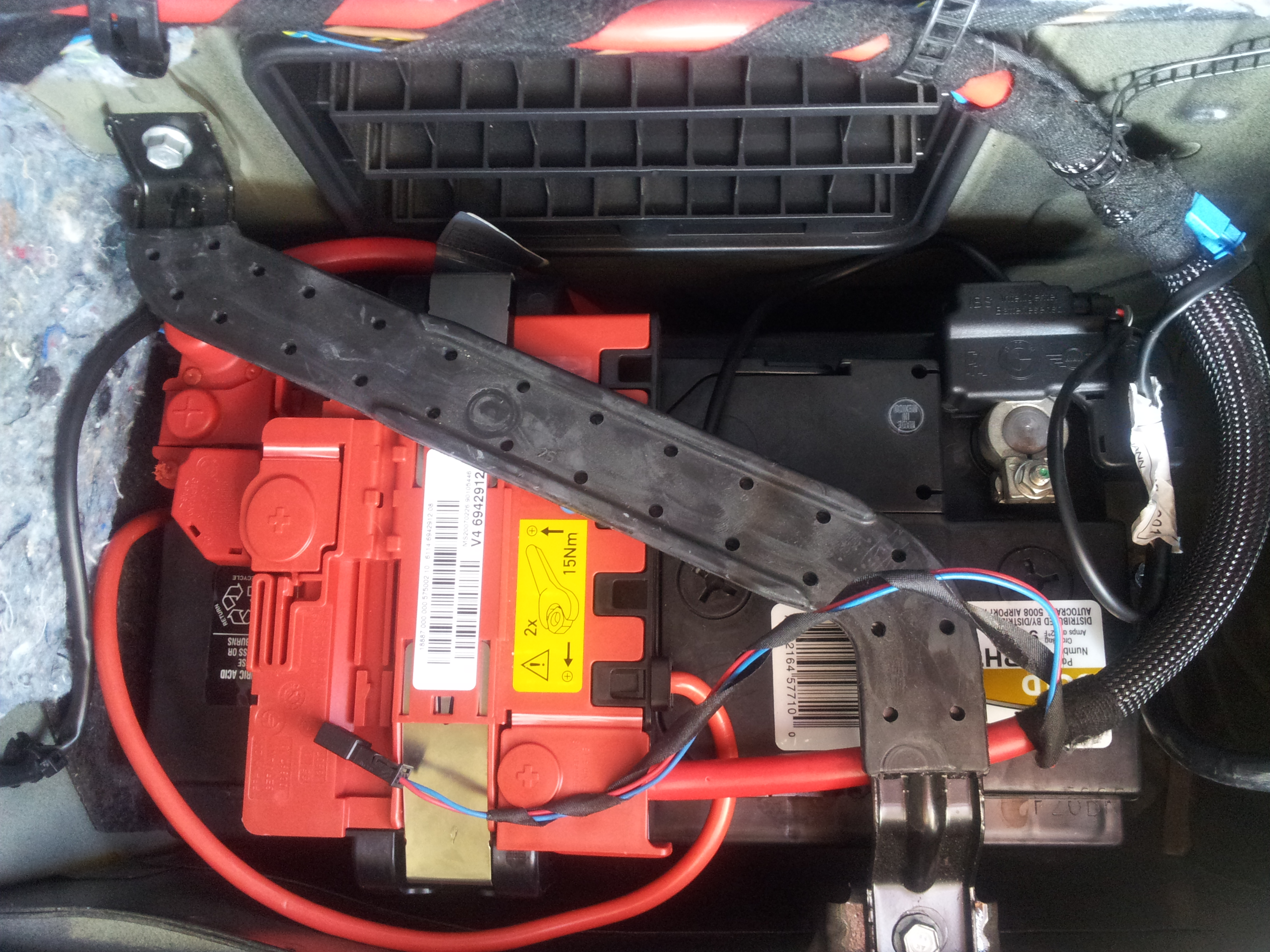 E Battery together with Bmw Trunk Tool Set W Battery Cover E I I I I I M Sedan Only as well Picture as well D Xi Glove Box Fuse Diagram E Glove Box Fuse Layout also Pic. on 2008 bmw 335i battery location