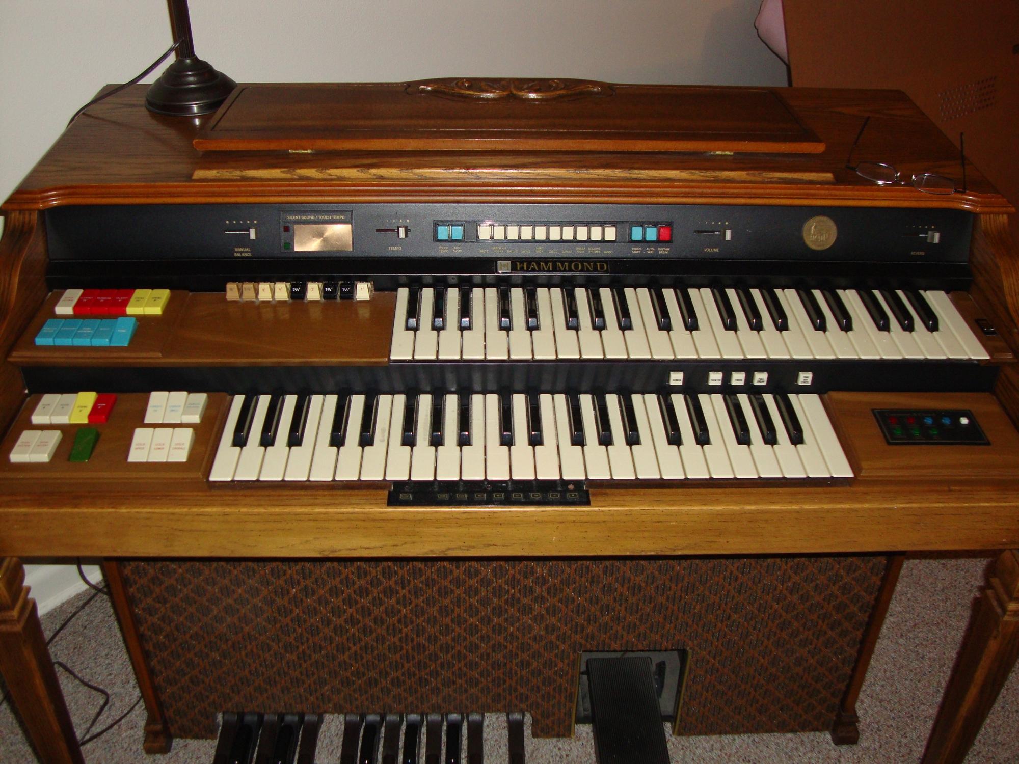 Our vintage hammond organs hammond organ world autos post for Classic house organ bass