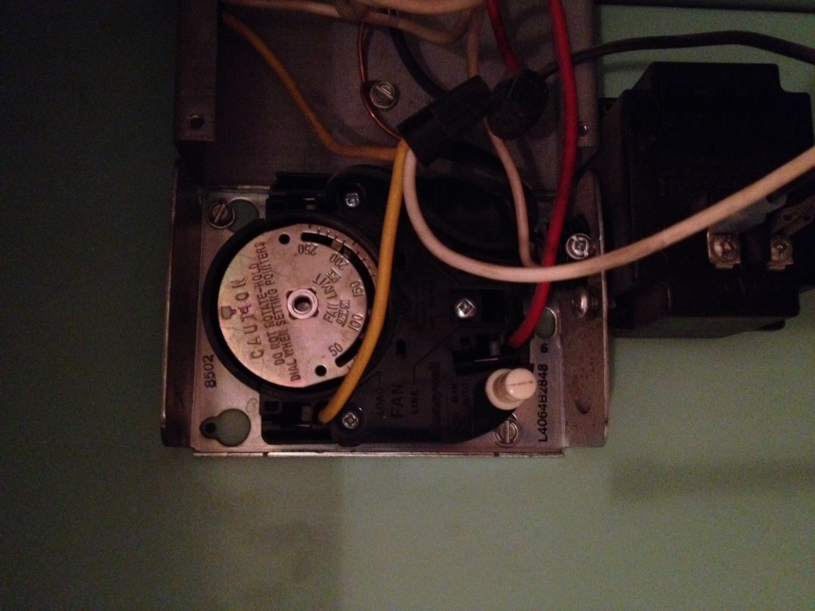 How to Hook Up a Home Thermostat