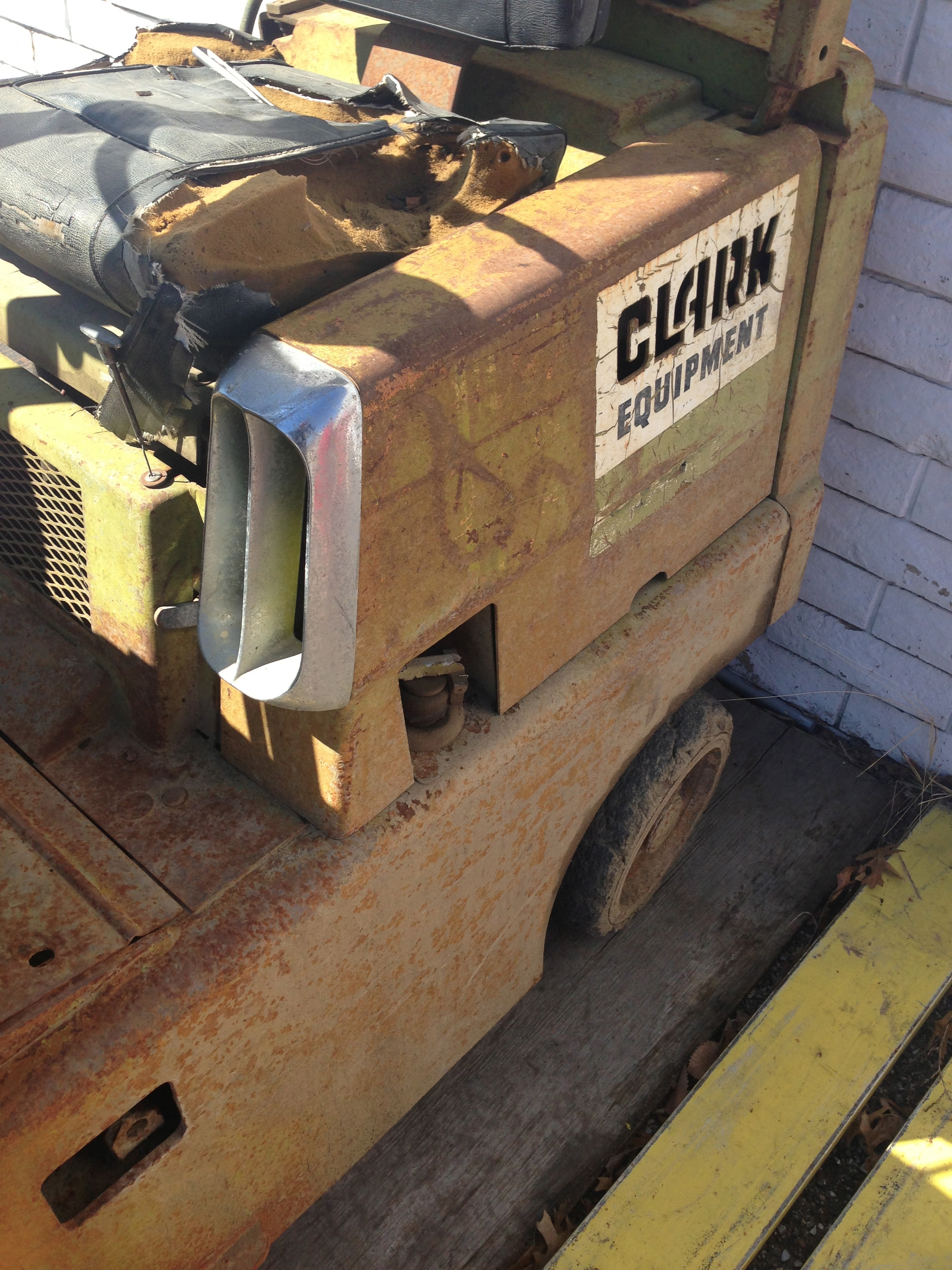 Can someone help me identify this clark forklifts year?