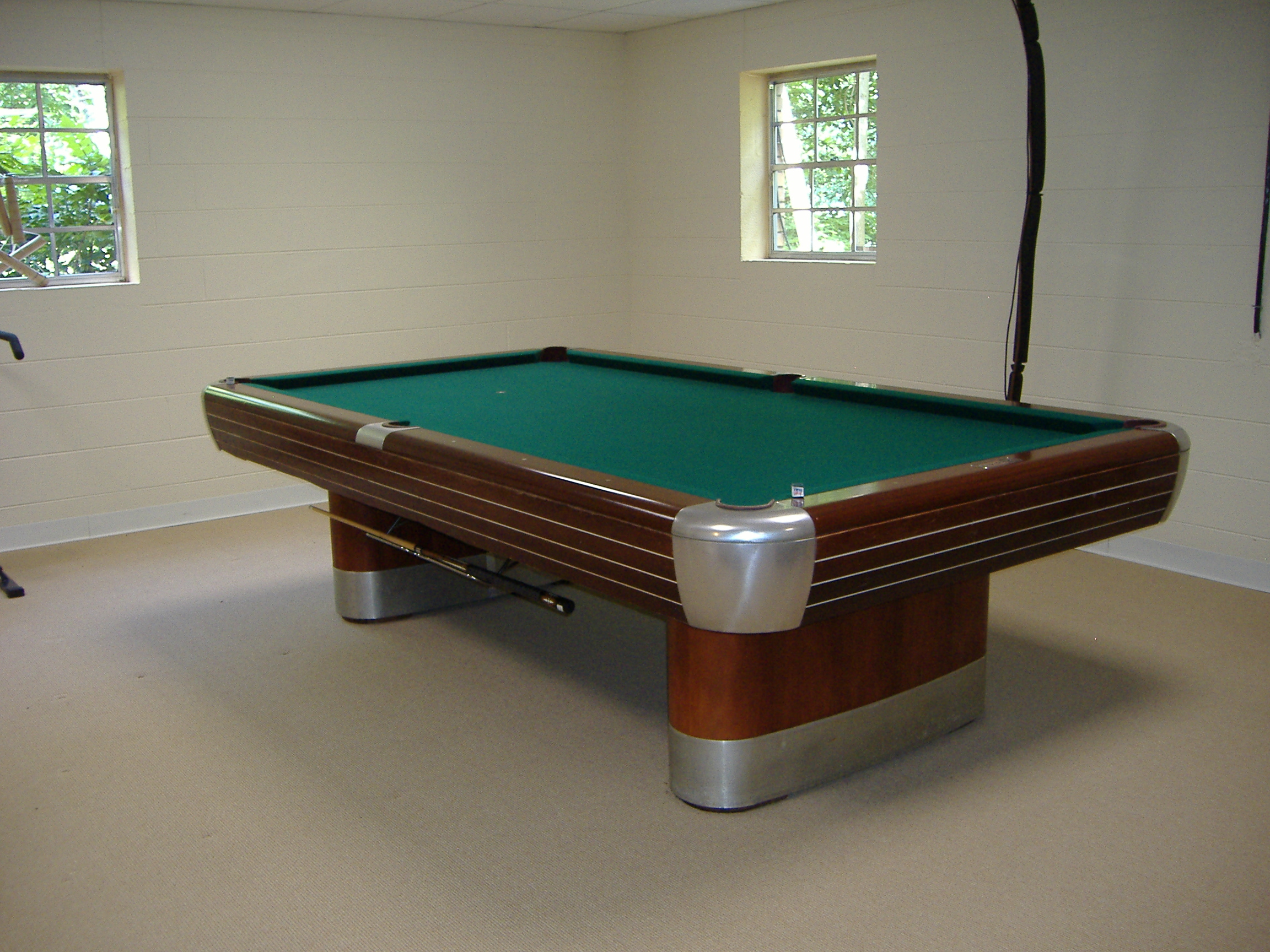 I have a brunswick anniversary pool table model d c it has for Brunswick pool tables