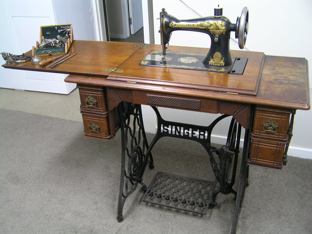 how to clean an old singer sewing machine