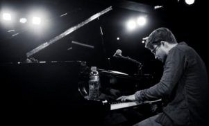 Piano, vinyl sampling and more – watch Sven Weisemann's 'Indigo Blue' session for FACT TV