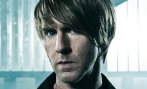 Watch Richie Hawtin push a monitor into a fan recording his set