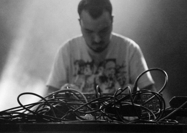 "Shapednoise ""amplifies"" with crushing noise-techno on Different Selves -- stream it now"