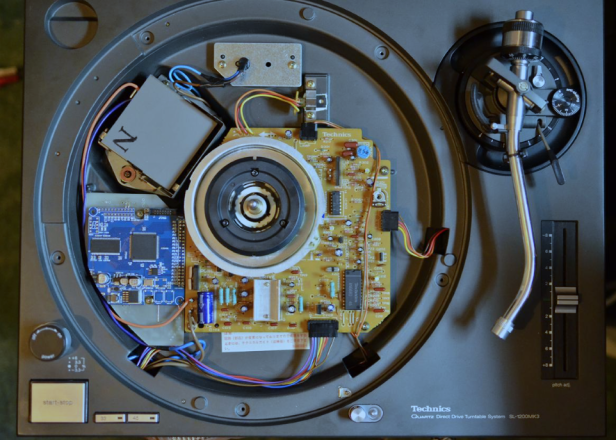 Some genius has modded a Technics 1200 to play digital files as well as vinyl