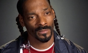 "Snoop Dogg calls Arnold Schwarzenegger a ""racist piece of shit"""