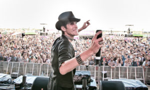 "Lollapalooza founder Perry Farrell admits EDM makes him ""want to vomit"""