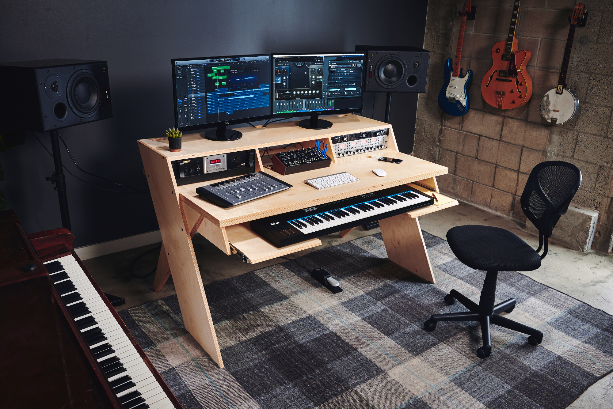 output 39 s platform could be the home studio desk musicians want. Black Bedroom Furniture Sets. Home Design Ideas