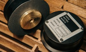 Varia Instruments shows its new handcrafted TTW10 turntable weight