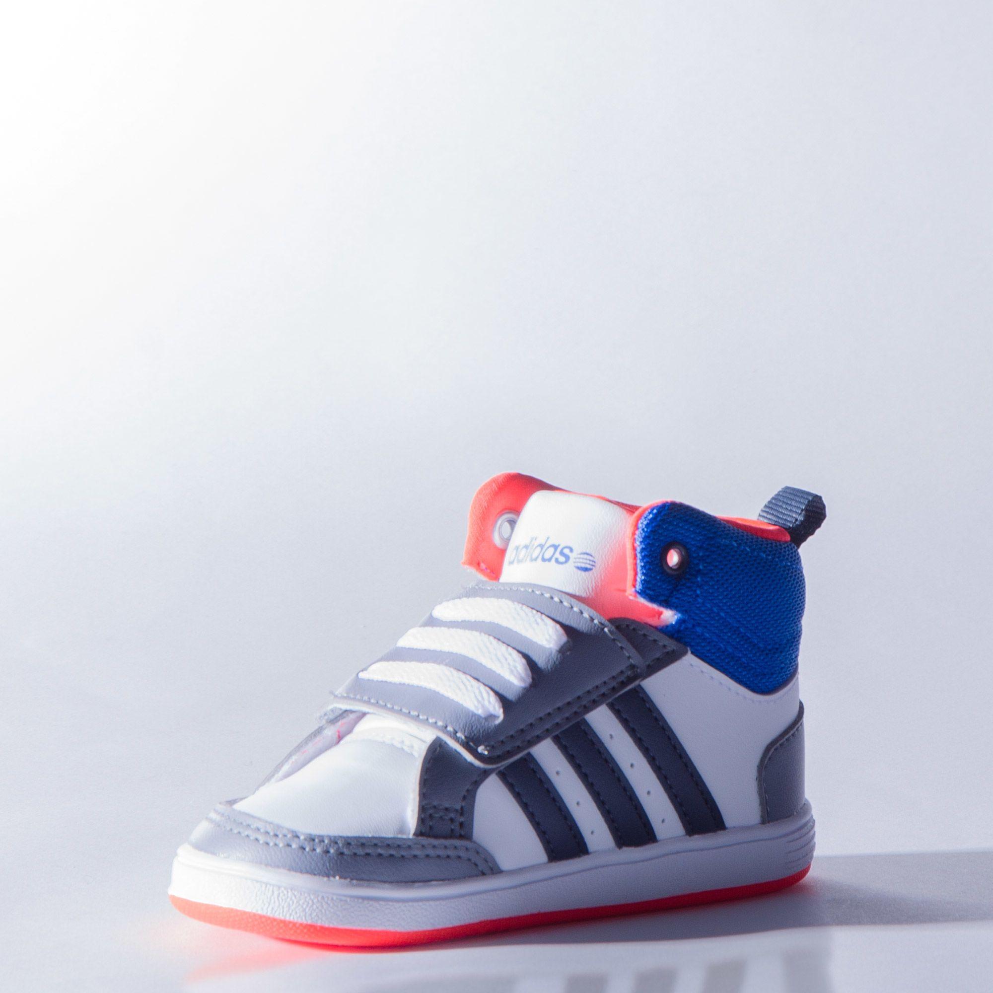 Bota NEO Hoops Mid Velcro Bebé. Marca  Adidas 8b8cc2c86a079