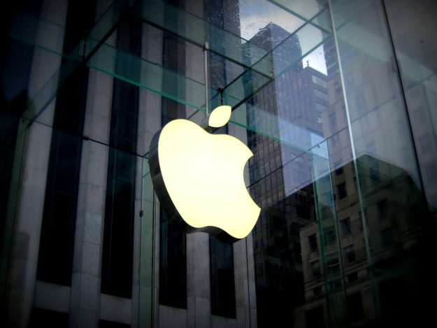Apple to offer cash for reporting security flaws