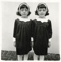 Diane_arbus_twins.sidebar