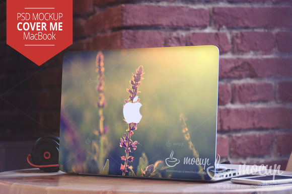 PSD Mockup MacBook Cover Me