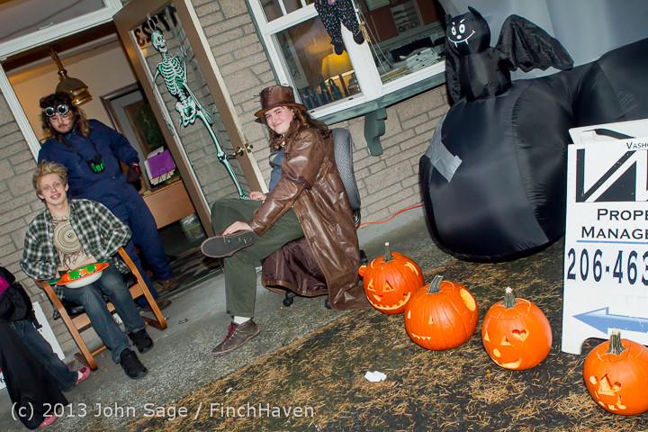 7022_Halloween_on_Vashon_Island_2013_103113
