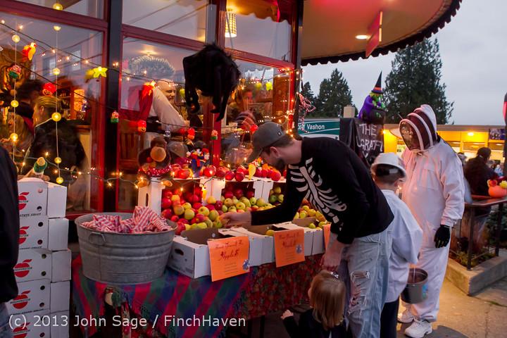 7081_Halloween_on_Vashon_Island_2013_103113