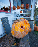 8913 Pumpkin Lighting at the Vashon Roasterie 102713