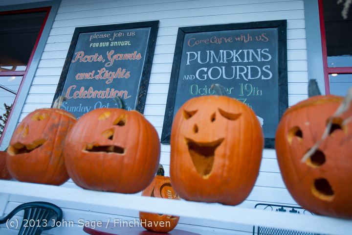 8921_Pumpkin_Lighting_at_the_Vashon_Roasterie_102713