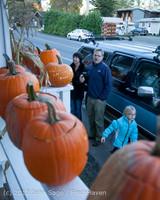 8930 Pumpkin Lighting at the Vashon Roasterie 102713