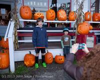 8968 Pumpkin Lighting at the Vashon Roasterie 102713