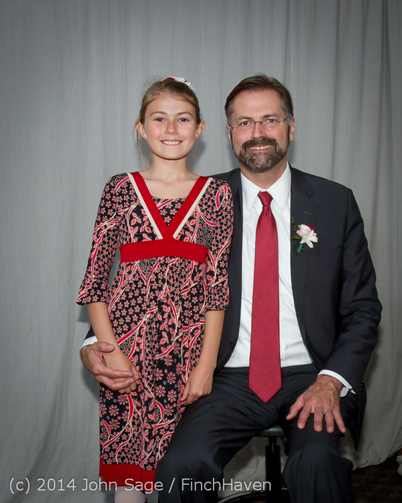 2617-a_Vashon_Father-Daughter_Dance_2014_053114