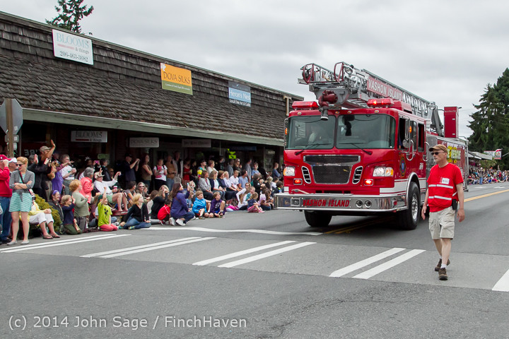 19939 Vashon Strawberry Festival Grand Parade 2014 071914