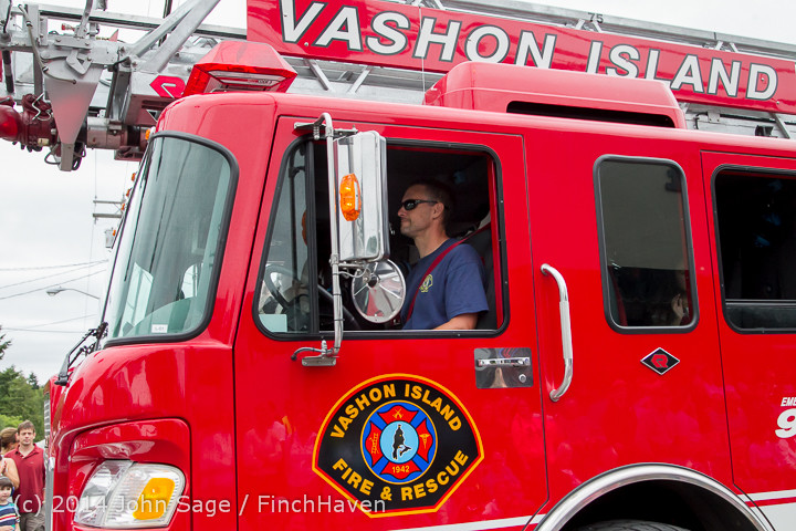19945 Vashon Strawberry Festival Grand Parade 2014 071914