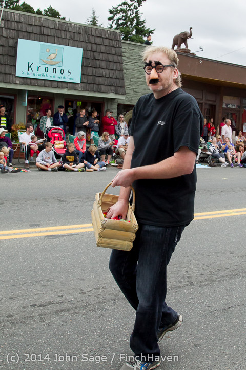 19984 Vashon Strawberry Festival Grand Parade 2014 071914