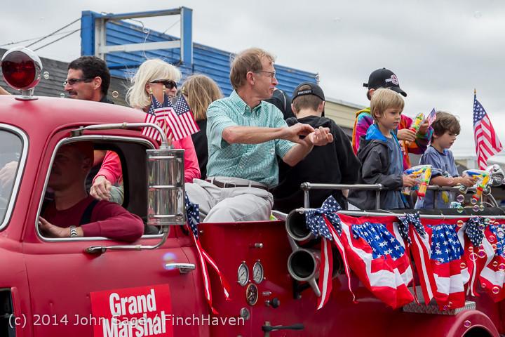 20025 Vashon Strawberry Festival Grand Parade 2014 071914
