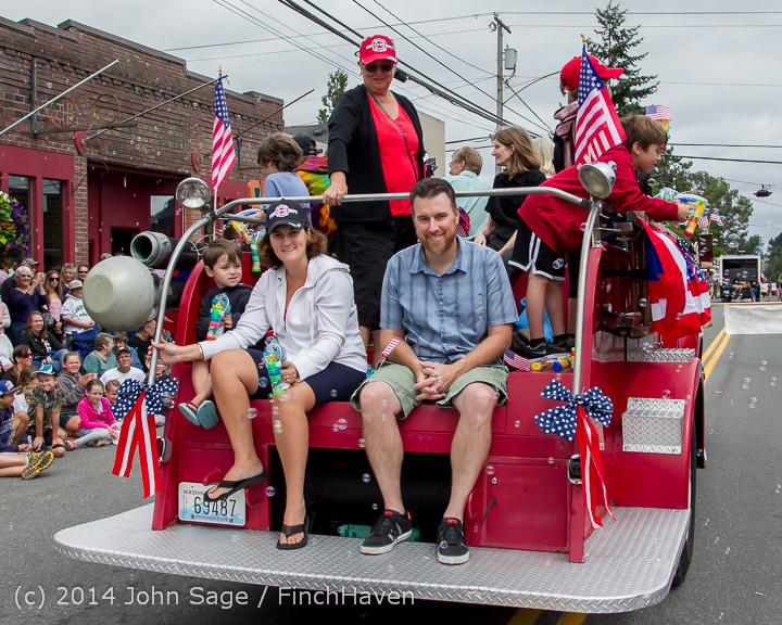 20038 Vashon Strawberry Festival Grand Parade 2014 071914
