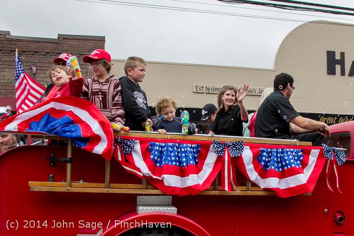20043 Vashon Strawberry Festival Grand Parade 2014 071914