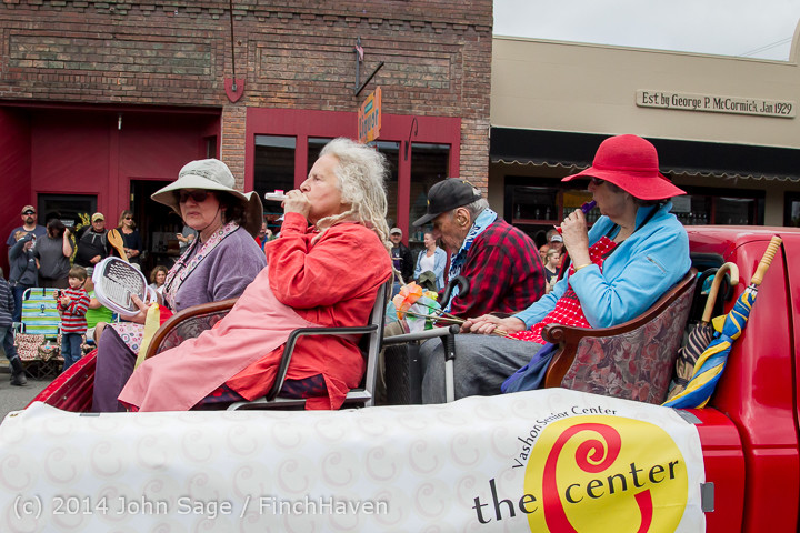 20240 Vashon Strawberry Festival Grand Parade 2014 071914