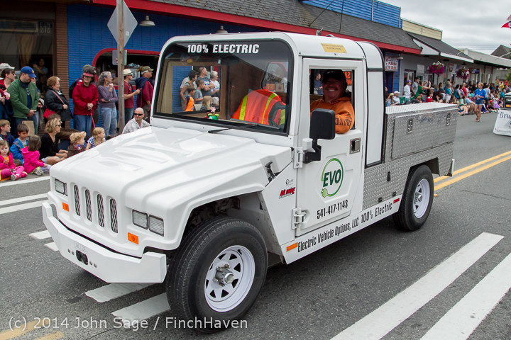 20423 Vashon Strawberry Festival Grand Parade 2014 071914