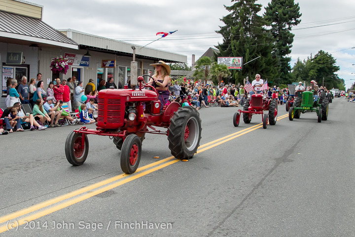 20439 Vashon Strawberry Festival Grand Parade 2014 071914