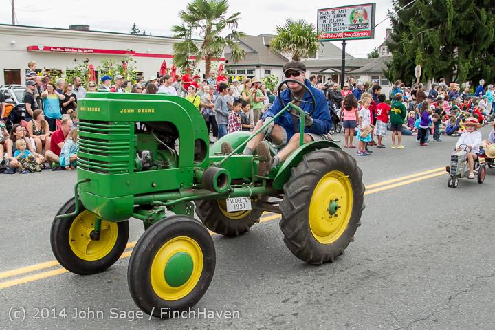 20483 Vashon Strawberry Festival Grand Parade 2014 071914