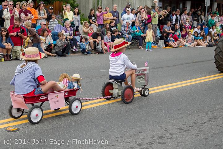 20489 Vashon Strawberry Festival Grand Parade 2014 071914