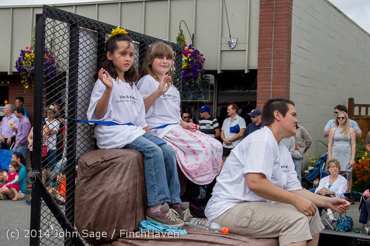 20590 Vashon Strawberry Festival Grand Parade 2014 071914