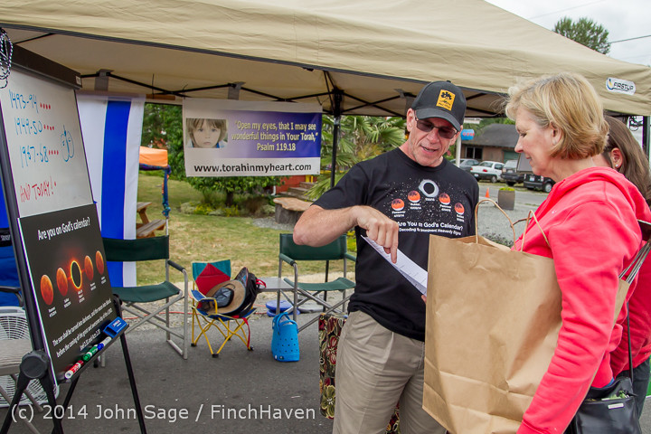 2715 Sunday Walkabout Strawberry Festival 2014 072014