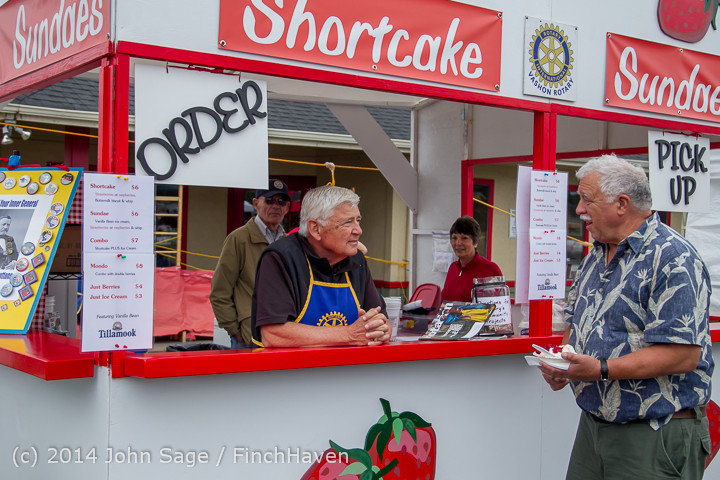 2722 Sunday Walkabout Strawberry Festival 2014 072014
