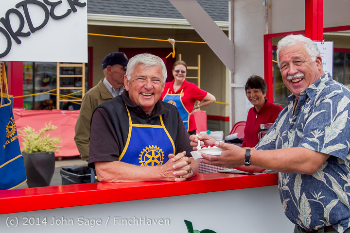 2723 Sunday Walkabout Strawberry Festival 2014 072014